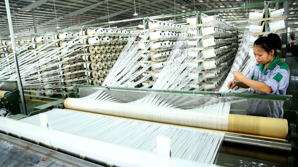 Khi chi phí nhân công không còn là lợi thế, một số doanh nghiệp dệt may đã chuyển hướng áp dụng khoa học và nghệ để tăng sức cạnh tranh. Ảnh: Phú An