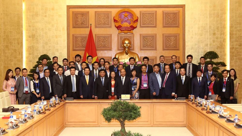 Thủ tướng Chính phủ Nguyễn Xuân Phúc gặp gỡ người Việt trẻ tiêu biểu hoạt động trong lĩnh vực khoa học công nghệ ở nước ngoài. Ảnh: Đức Trung