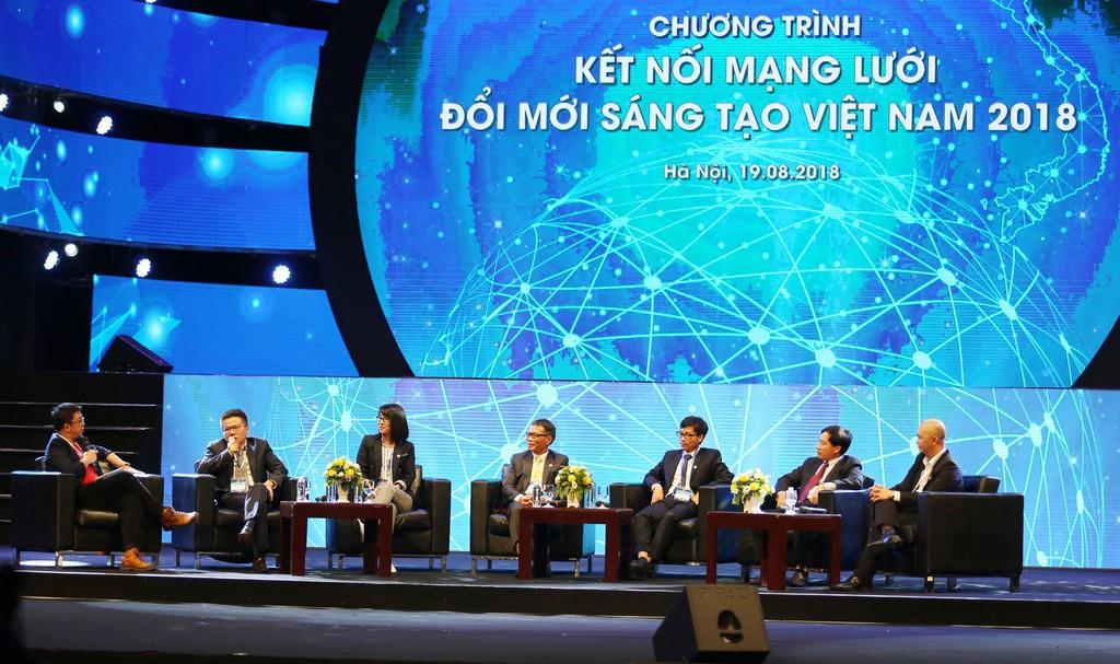 """""""Đường về nhà"""" của trí thức Việt đang công tác ở nước ngoài ngày càng rộng mở hơn khi Chương trình Kết nối mạng lưới đổi mới sáng tạo Việt Nam được khởi động. Ảnh: Trương Gia"""