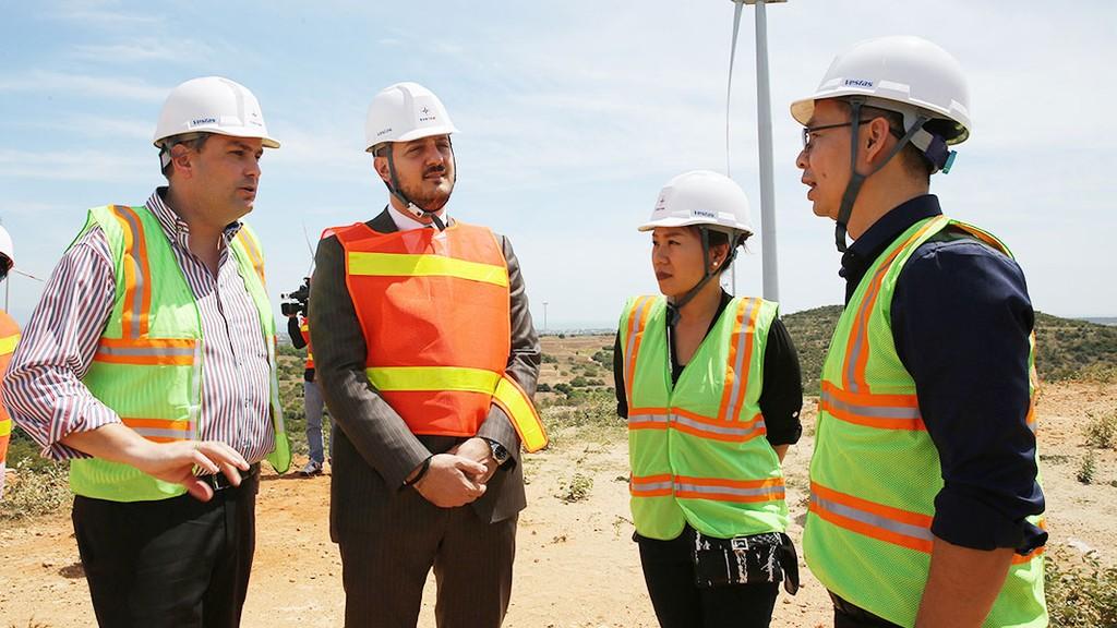 Các nhà thầu xây dựng muốn gia tăng khả năng cạnh tranh thì cần tự nâng cao trình độ của cán bộ kỹ thuật và công nhân. Ảnh: Lê Tiên