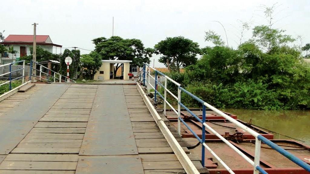 UBND thành phố Hải Phòng đề xuất xây dựng cầu bê tông vĩnh cửu thay thế cầu phao Sông Hóa thông qua giao thầu. Ảnh: Huy Sơn