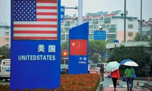 Biển quảng cáo bên ngoài một cửa hàng bán đồ nhập khẩu tại Sơn Đông (Trung Quốc). Ảnh:Reuters