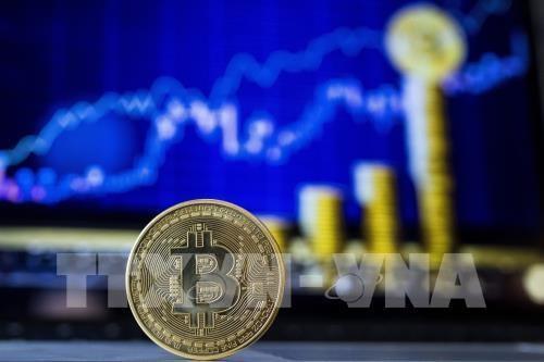 Đồng Bitcoin tại một quầy giao dịch ở Tel Aviv, Israel ngày 6/2/2018. Ảnh: AFP/TTXVN