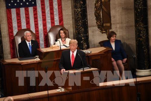 Tổng thống Mỹ Donald Trump (giữa, phía trước) đọc Thông điệp liên bang tại Hạ viện ở Washington D.C., tối 5/2/2019 (giờ địa phương). Ảnh: THX/TTXVN