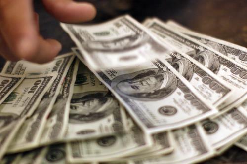 Vay tiêu dùng ở Mỹ lần đầu vượt mốc 4.000 tỷ USD. Ảnh minh họa: Reuters