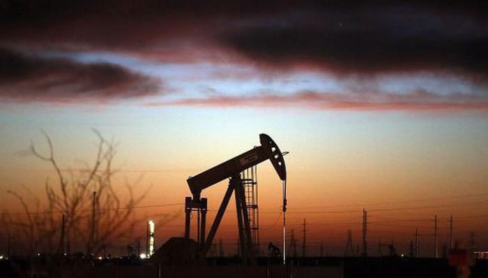 Một nhân tố khác gây áp lực giảm đối với giá dầu tuần này là đồng USD mạnh lên - Ảnh: Getty/CNBC.