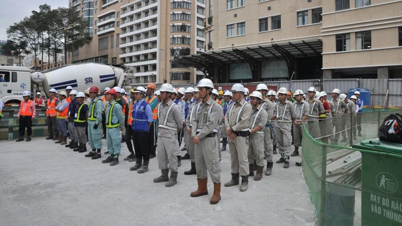 Các chuyên gia, kỹ sư và công nhân tại lễ ra quân xây dựng tuyến metro số 1 (Bến Thành - Suối Tiên). Ảnh: Văn Huyền