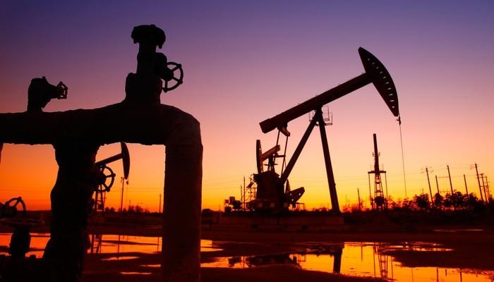 Giá dầu tăng do OPEC muốn giảm sản lượng sâu hơn