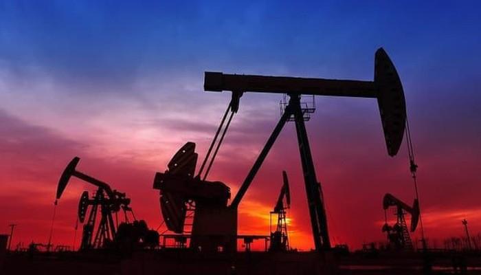 Giá dầu tăng sau tuyên bố giảm sản lượng của Saudi Arabia