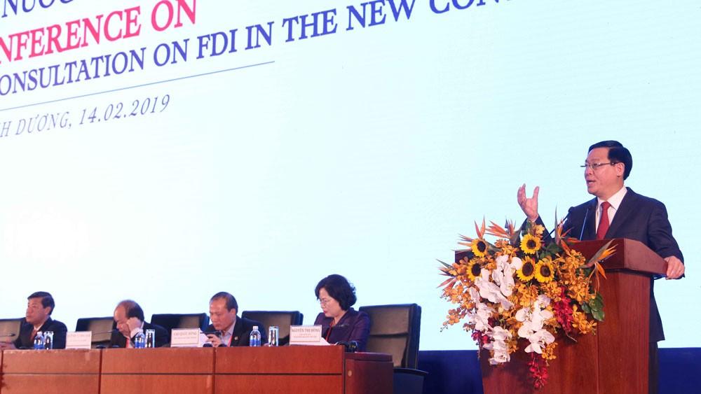 Phó Thủ tướng Vương Đình Huệ phát biểu tại Hội nghị tham vấn định hướng hoàn thiện thể chế, chính sách về đầu tư nước ngoài tại Bình Dương. Ảnh: Lê Toàn