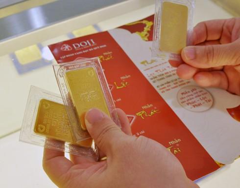 Giá vàng trong nước chính thức thấp hơn thế giới hàng trăm nghìn đồng mỗi lượng. Ảnh:PV.