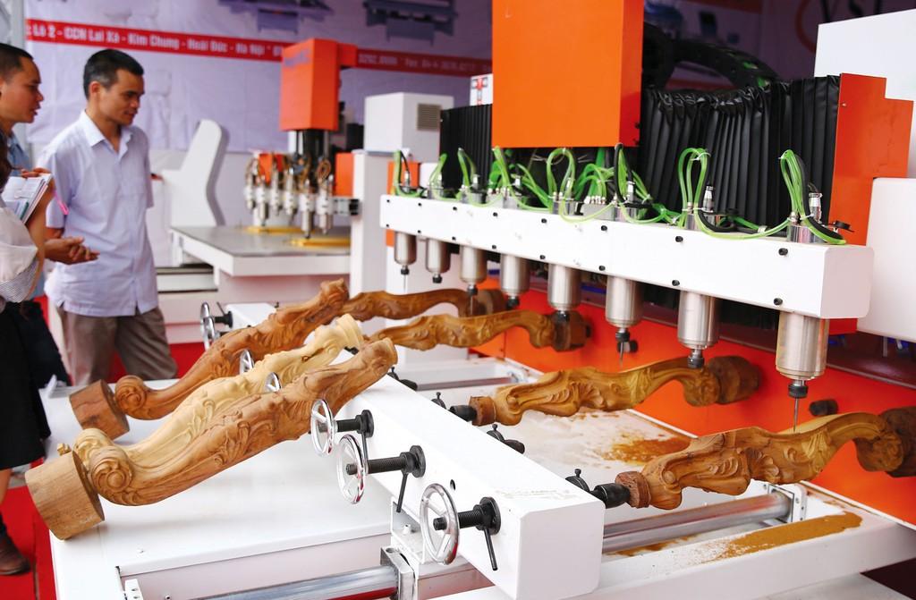Doanh nghiệp ngành gỗ đã có sự thay đổi lớn về công nghệ sản xuất, chế biến. Ảnh: Tiên Giang