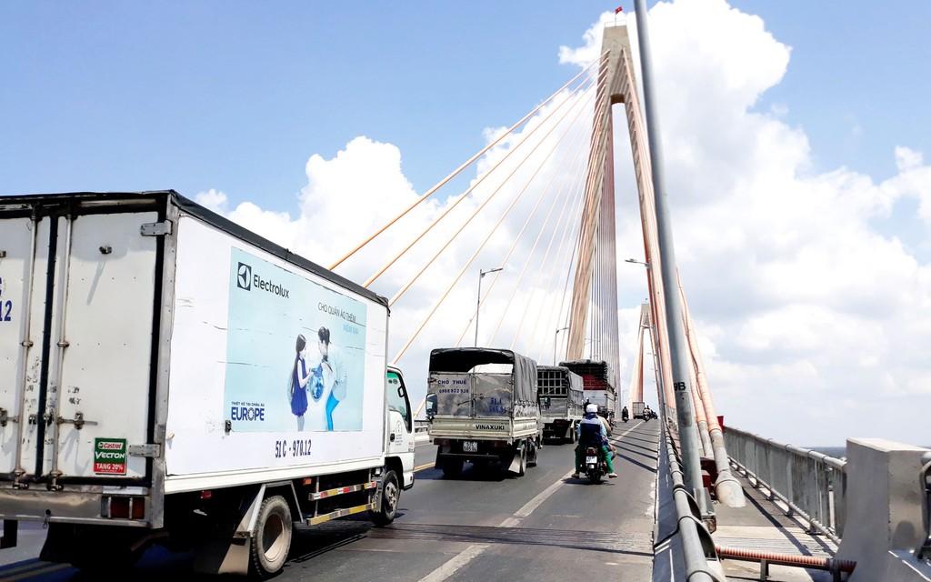 Cầu Rạch Miễu chỉ có 2 làn xe nên thường xuyên quá tải, ùn tắc giao thông. Ảnh: Bắc Bình
