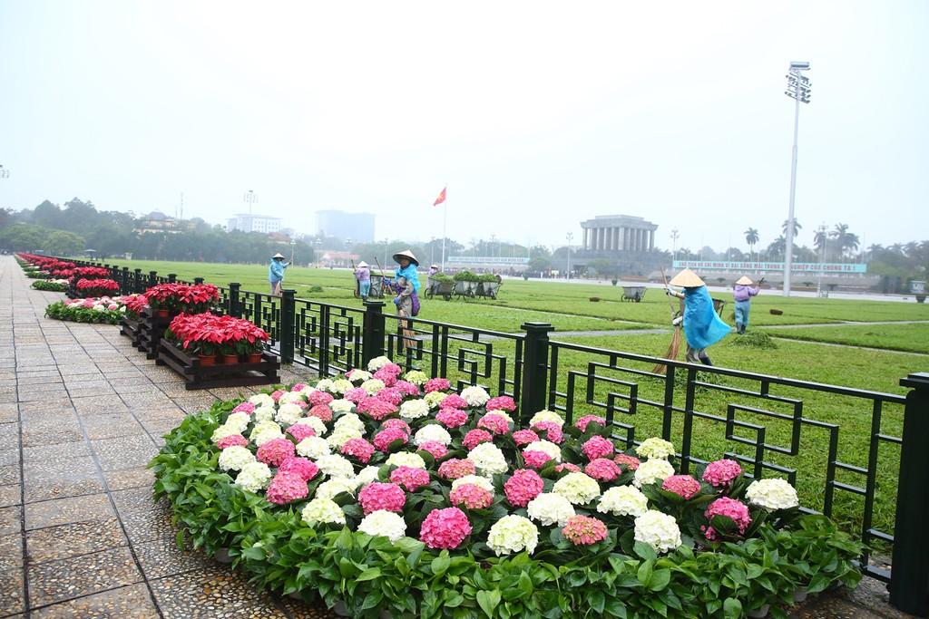 Hà Nội rực rỡ cờ hoa trước Hội nghị Thượng đỉnh Hoa Kỳ - Triều Tiên - ảnh 4