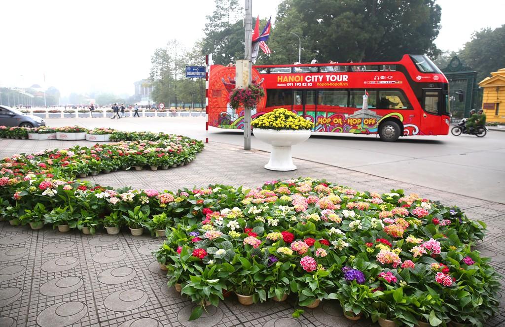 Hà Nội rực rỡ cờ hoa trước Hội nghị Thượng đỉnh Hoa Kỳ - Triều Tiên - ảnh 7