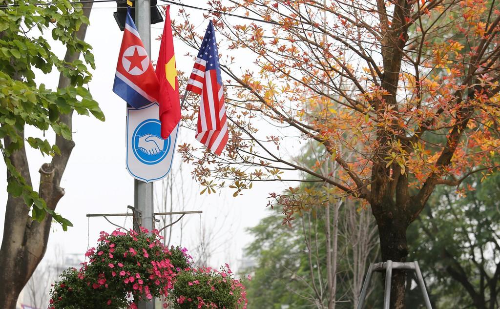 Hà Nội rực rỡ cờ hoa trước Hội nghị Thượng đỉnh Hoa Kỳ - Triều Tiên - ảnh 15