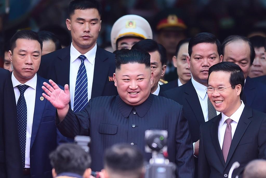 Dàn cận vệ của Chủ tịch Kim Jong-un ở ga Đồng Đăng - ảnh 1