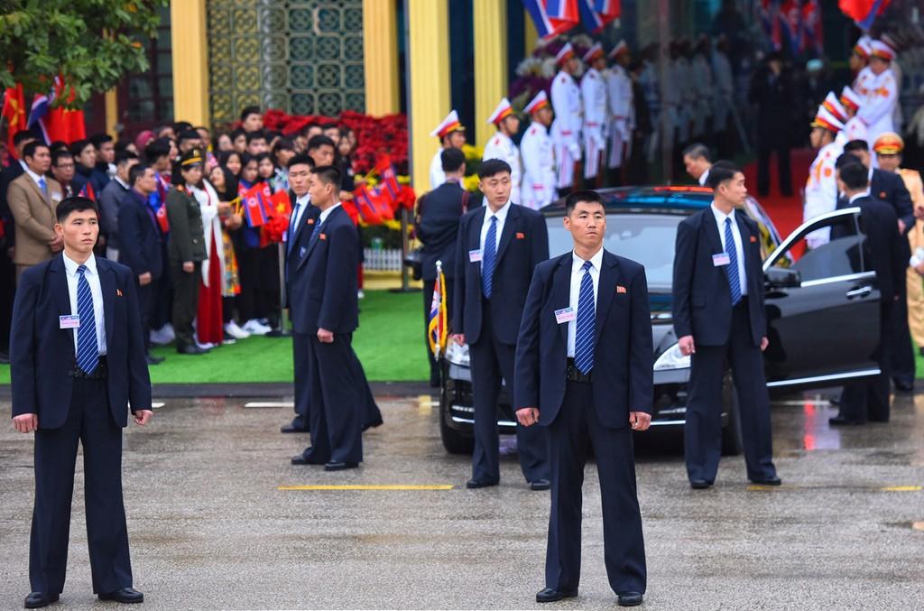 Dàn cận vệ của Chủ tịch Kim Jong-un ở ga Đồng Đăng - ảnh 2