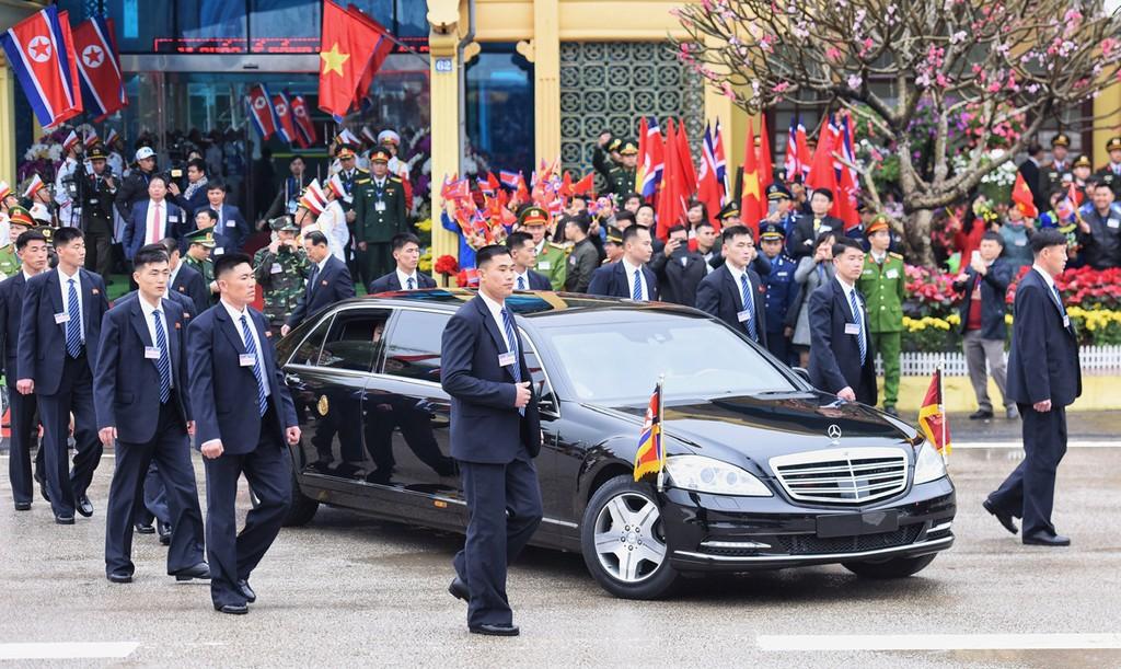 Dàn cận vệ của Chủ tịch Kim Jong-un ở ga Đồng Đăng - ảnh 3
