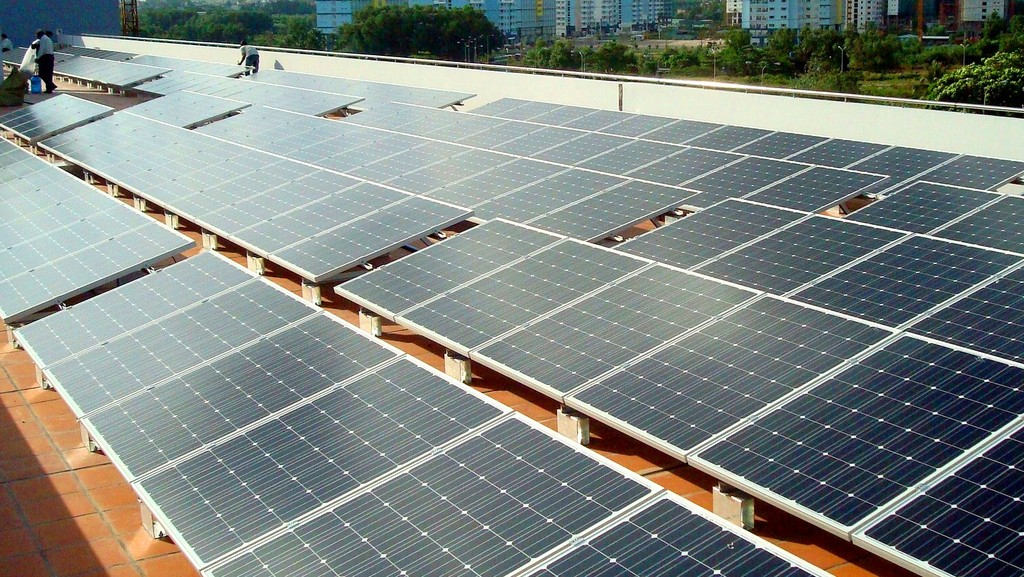 Việc giải tỏa công suất điện mặt trời gặp khó khăn do việc đầu tư lưới điện chưa đáp ứng tiến độ dự án điện mặt trời. Ảnh: Hòa Phong