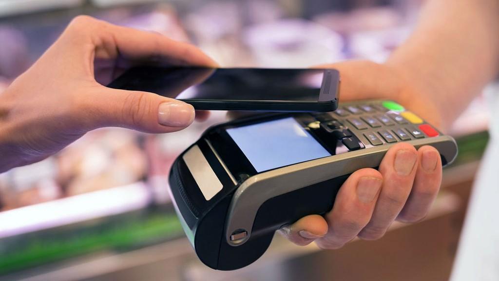 Tốc độ phát triển vượt bậc của thương mại điện tử sẽ kéo theo tăng trưởng trong nhu cầu thanh toán không dùng tiền mặt. Ảnh: Nguyễn Nhật