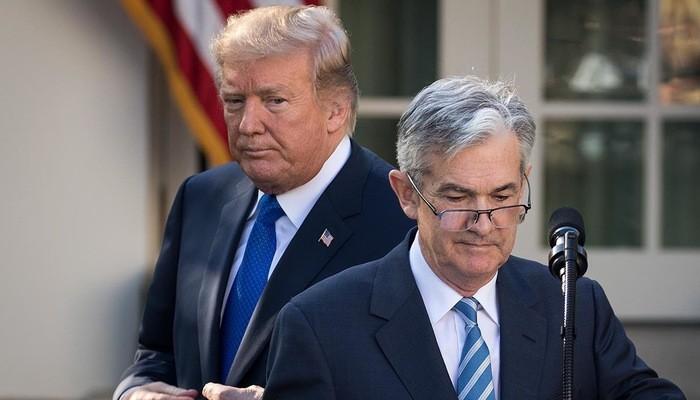 Tổng thống Mỹ Donald Trump (trái) và Chủ tịch FED Jerome Powell - Ảnh: Reuters.