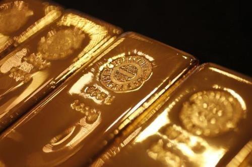 Đồng USD mạnh lên gây sức ép lên giá vàng. Ảnh: Reuters