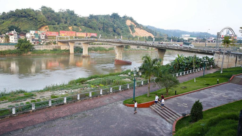 Việc chậm công bố kế hoạch lựa chọn nhà thầu, kết quả lựa chọn nhà thầu diễn ra khá phổ biến với nhiều chủ đầu tư trên địa bàn tỉnh Lào Cai. Ảnh: Lê Tiên