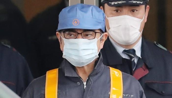 Cựu chủ tịch Nissan Carlos Ghosn rời Trại giam Tokyo ngày 6/3 sau khi được bảo lãnh - Ảnh: Nikkei.