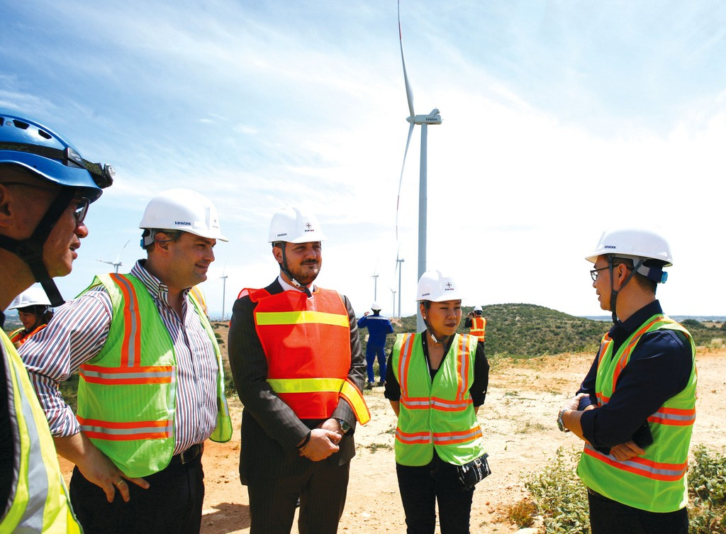 Tổng công suất nguồn điện từ năng lượng tái tạo, không kể các nhà máy thủy điện cỡ vừa và lớn, hiện chiếm 2,1% tổng công suất toàn hệ thống. Ảnh: Lê Tiên