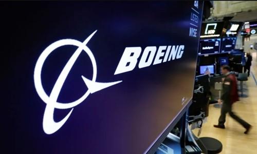 Logo Boeing trên một màn hình tại Sàn chứng khoán New York (NYSE). Ảnh:Reuters