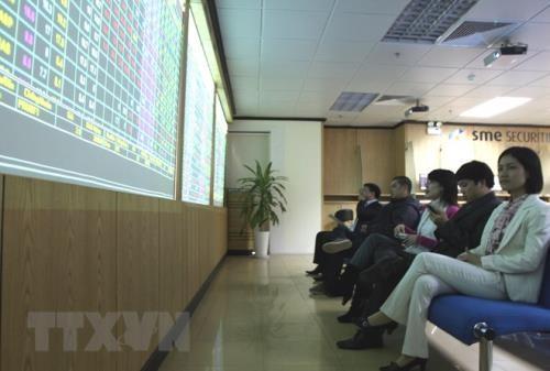 Chứng khoán ngày 13/3: VN - Index vững vàng trên mốc 1.000 điểm. Ảnh: TTXVN