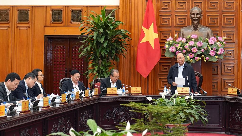 Thủ tướng Nguyễn Xuân Phúc chủ trì cuộc họp bàn giải pháp tháo gỡ khó khăn cho sản xuất, kinh doanh, thúc đẩy tăng trưởng kinh tế. Ảnh: Hiếu Nguyễn