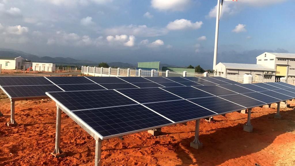 Các dự án năng lượng tái tạo thường có chi phí đầu tư cao, yêu cầu sử dụng đất lớn. Ảnh: Bùi Đức Thịnh