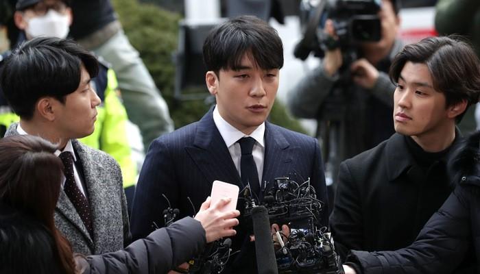 Cổ phiếu YG Entertainment sụt mạnh sau khi Seungri (Ảnh) - nghệ sĩ thuộc quản lý của công ty - dính bê bối lớn.