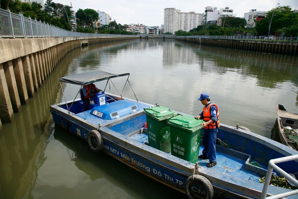 Gói thầu XL-02 Thiết kế - thi công - vận hành Nhà máy Xử lý nước thải Nhiêu Lộc - Thị Nghè áp dụng hình thức đấu thầu cạnh tranh quốc tế có sơ tuyển. Ảnh: Lê Tiên
