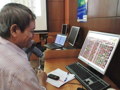 Chứng khoán ngày 28/3: Cổ phiếu lớn giúp VN - Index vượt 980 điểm. Ảnh: TTXVN