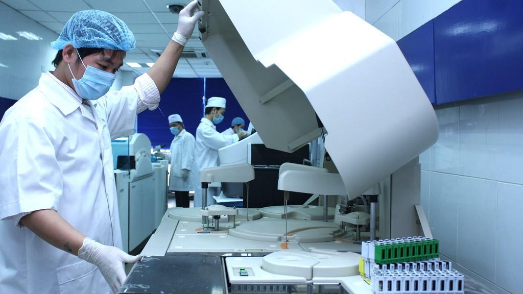 Theo phản ánh, so sánh hệ thống xét nghiệm sinh hóa, miễn dịch tự động được cung cấp trên thị trường Việt Nam hiện nay thì HSMT Gói thầu số 62 đã nhắm đến hãng Siemens. Ảnh: Tiên Giang