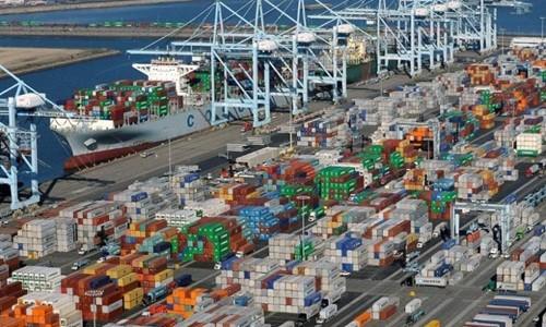 Các container tại một cảng biển ở California (Mỹ). Ảnh:Reuters