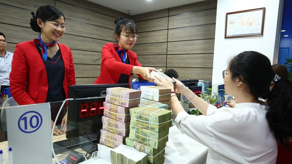 Nhiều ngân hàng thương mại đang huy động tiền gửi với lãi suất trên 8%