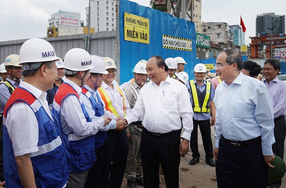 Thủ tướng Chính phủ Nguyễn Xuân Phúc thị sát công trình xây dựng Tuyến metro số 1 Bến Thành - Suối Tiên. Ảnh: Hiếu Nguyễn