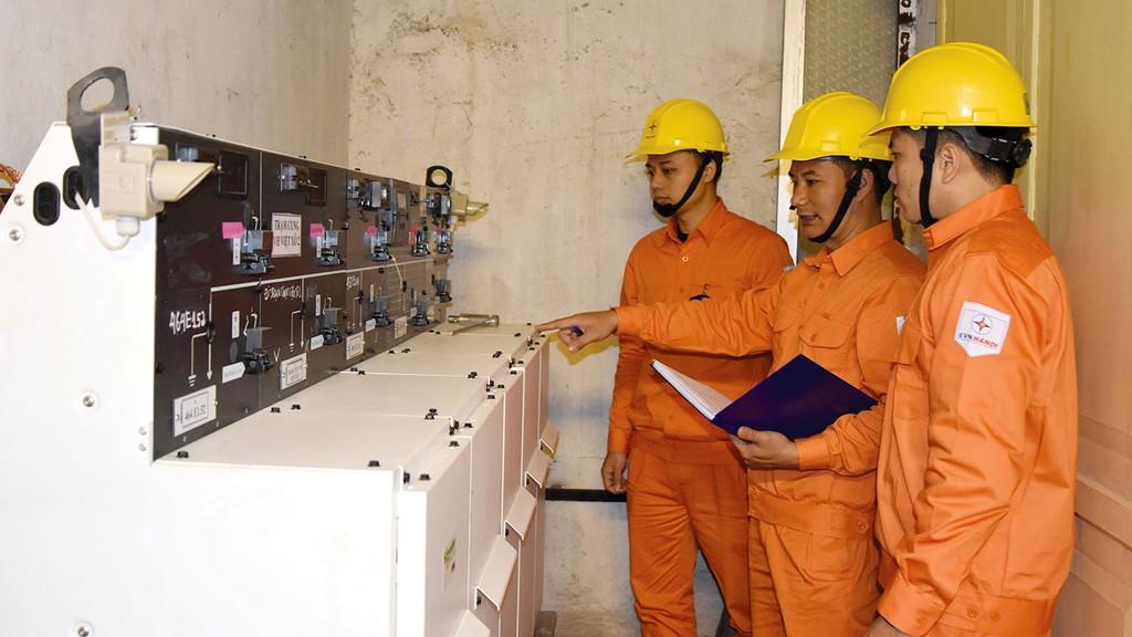 Các công ty điện lực trực thuộc EVN HANOI chủ động kiểm tra thiết bị, đảm bảo cấp điện an toàn liên tục