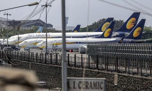 Các máy bay của Jet Airways đỗ tại sân bay Chhatrapati Shivaji Maharaj ở Mumbai (Ấn Độ). Ảnh:Bloomberg