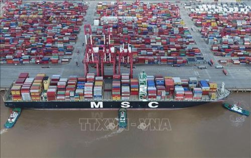 Hàng hóa được xếp tại cảng Dương Sơn, Thượng Hải, Trung Quốc ngày 1/11/2018. Ảnh: THX/TTXVN