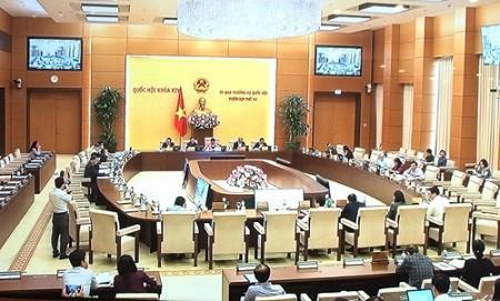 Phiên họp thứ 33 của UBTVQH đã hoàn thành chương trình đề ra và bế mạc vào sáng 19/4. Ảnh: VGP/Nguyễn Hoàng
