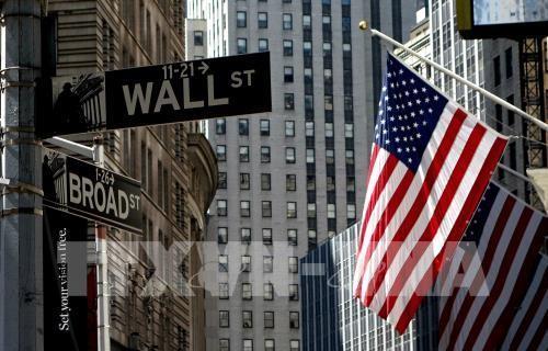 Quốc kỳ Mỹ treo trước Sở giao dịch Chứng khoán New York . Ảnh: AFP/TTXVN