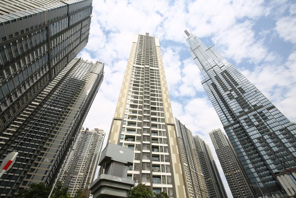 Tuy nguồn cung căn hộ ở phân khúc cao cấp và hạng sang có cải thiện, nhưng vẫn nhỏ hơn nhiều so với sản phẩm trung cấp và bình dân. Ảnh: Lê Tiên