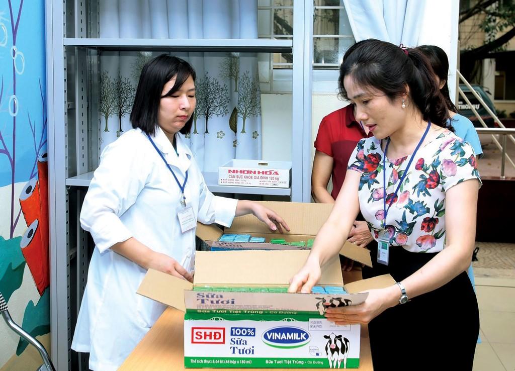 Sữa học đường Hà Nội: Quyết liệt làm tốt từ những ngày đầu triển khai - ảnh 1