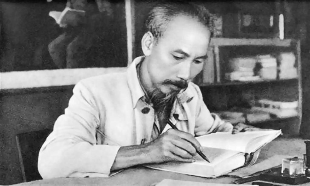 Chủ tịch Hồ Chí Minh luôn khẳng định nhân dân các nước thuộc địa có khả năng cách mạng to lớn và công cuộc giải phóng dân tộc ở thuộc địa chỉ có thể thực hiện được bằng sự nỗ lực tự giải phóng