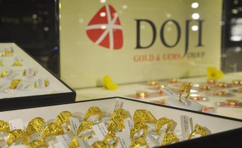 Giá vàng miếng trong nước hiện cao hơn thế giới khoảng 300.000 đồng mỗi lượng.